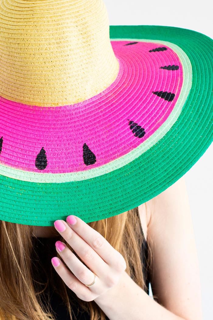 Selbstgemachter Wassermelone Sommerhut, Idee für DIY Geschenk zum sommerlichen Geburtstag