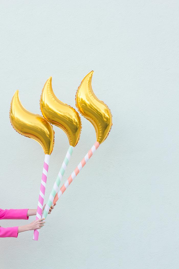 Ballons in Form von Kerzen zum achtzehnten Geburtstag, schöne Deko für Überraschungsparty
