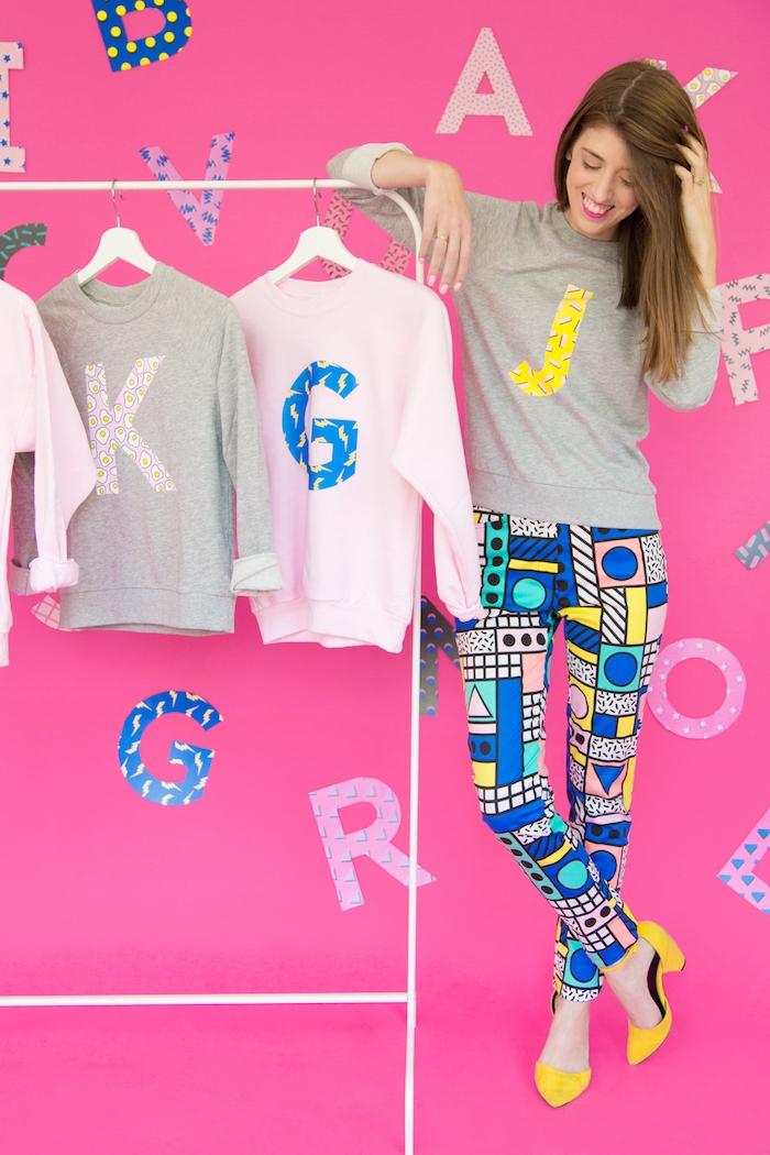 Sweatshirts selbst bedrucken, mit großen bunten Buchstaben, DIY Geschenkidee zum 18 Geburtstag