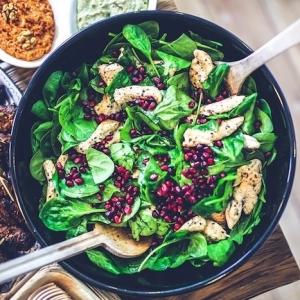 Verbessern Sie Ihre Essgewohnheiten durch ausgewogene Ernährung. 10 einfache und gesunde Rezepte