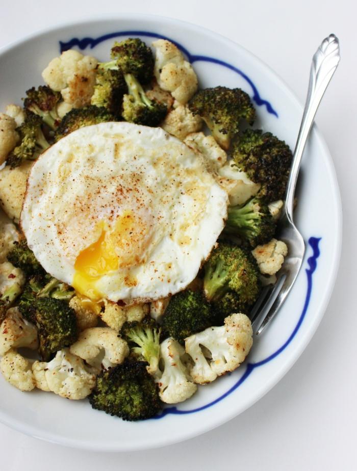 gesunde ernährung tipps und ideen was heute zu kochen, brokkoli mit blumenkohl und ei