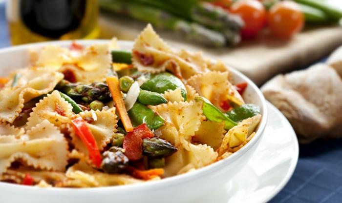 gesunde ernährung tipps zum entlehnen, pasta, nudeln mit gemüse, vegetarische vorspeisen und hauptgerichte mit hohem eiweisgehalt