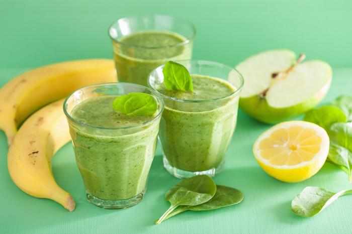 Getänke aus Bananen, grüne Äpfel, Zitronen und Rucola, Fitness Gerichte
