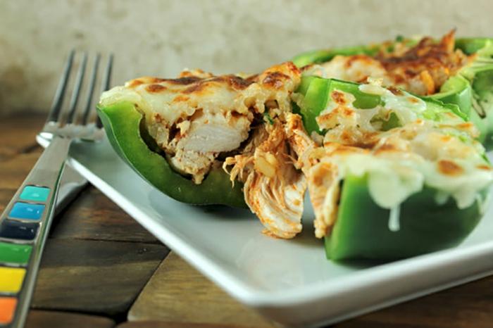 Paprikas voller Fleisch mit einer Decke von Eier, gesunde Rezepte, sehr schöne Speise
