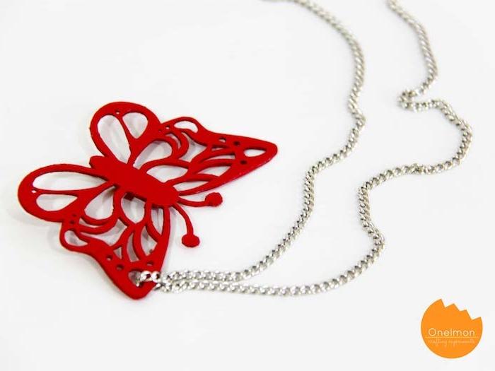 Selbstgemachter Anhänger für Halskette, roter großer Schmetterling, silberne Kette
