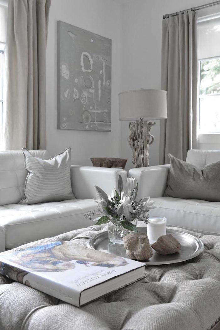 hellgrau wandfarbe, wohnzimmer dekorieren, silberne stehlampe, wanddeko bild