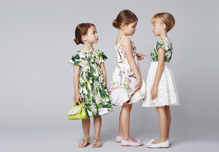 Festliche Kleider und Frisuren für Kinder, Kleider mit Blumenmuster, Hochsteckfrisuren zum Nachstylen