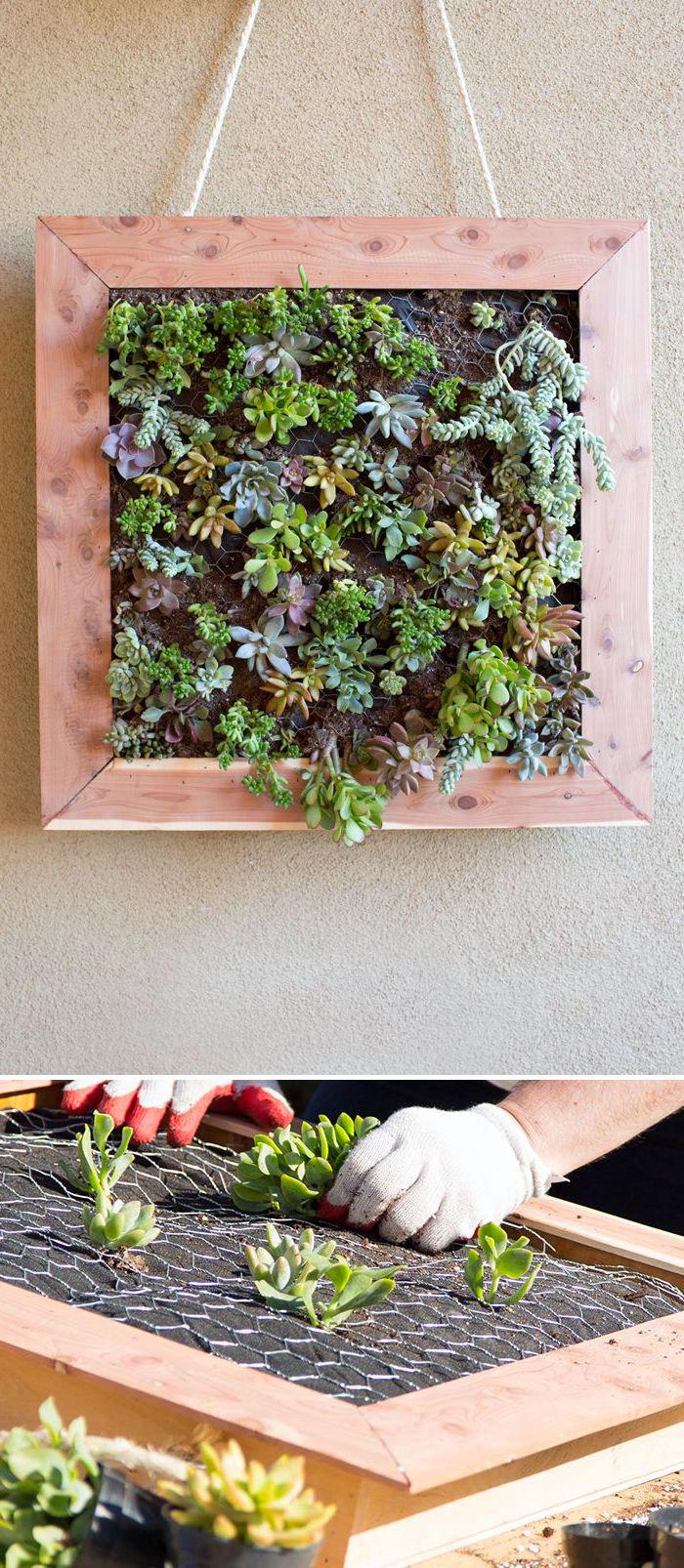 holzdeko garten, pflanzenwand selber machen aus holzrahmen und netz