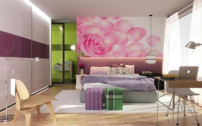 jugend mädchenzimmer, tapette mit rosen, zwei hocker, boden aus holz