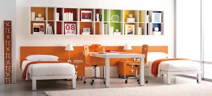 jugendzimmer für mädchen, lange regale, zwei betten, rinchtung in weiß und orange