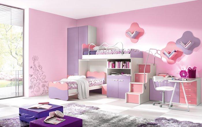 jugendzimmer für mädchen, rosa wände, regale für bücher, wandsticker, zwei betten