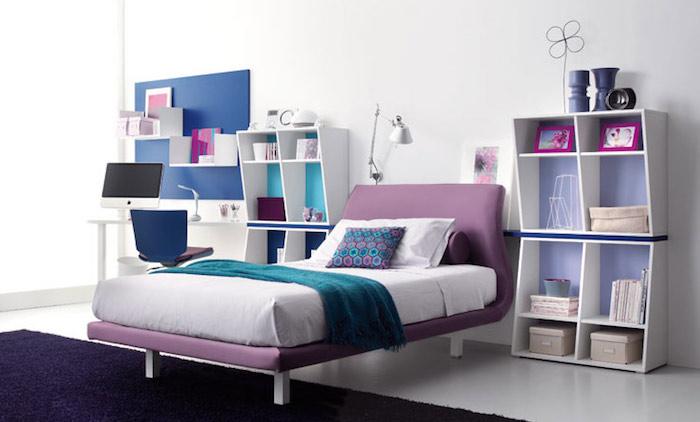 jugendzimmer mädchen modern, dunkellila teppich, lila bett, einrichtungsideen für mädchenzimer