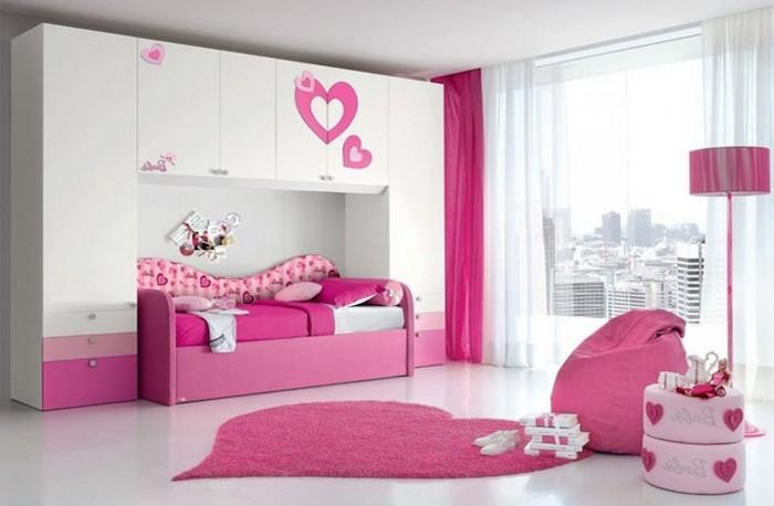 großer weißer schrank mit rosa herzen, jugendzimmer mädchen modern, teppich in form von herzen