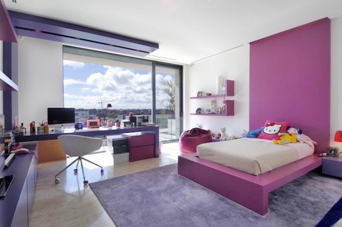großer lila teppich, deko jugendzimmer, einrichtung in rosa, lila und weiß