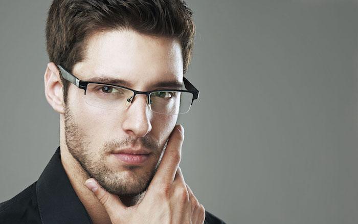 mann mit einem bart und mit brille