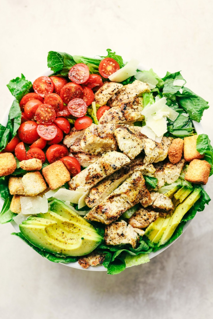 Avocado Rezepte Salat, Hähnchenbrust, gebratene Happen, Kirschtomaten