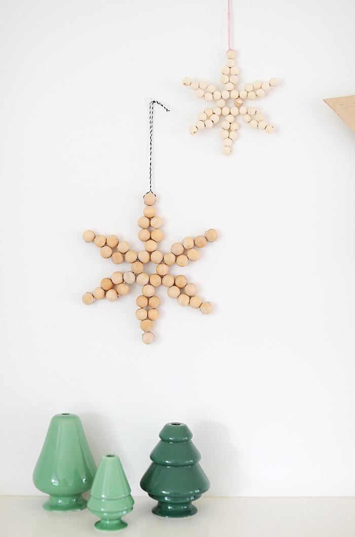 kreatives gestalten die schönsten ideen zum selbermachen, weiße wand, diy sterne aus holzperlen