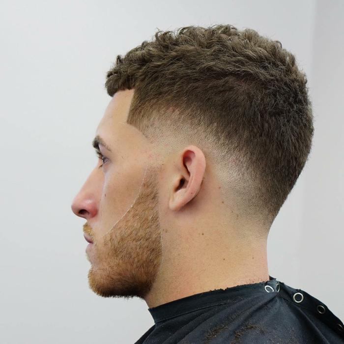 Frisuren für kurze lockige Haare, Undercut Frisur auf Stufen, welche Frisur passt zu mir