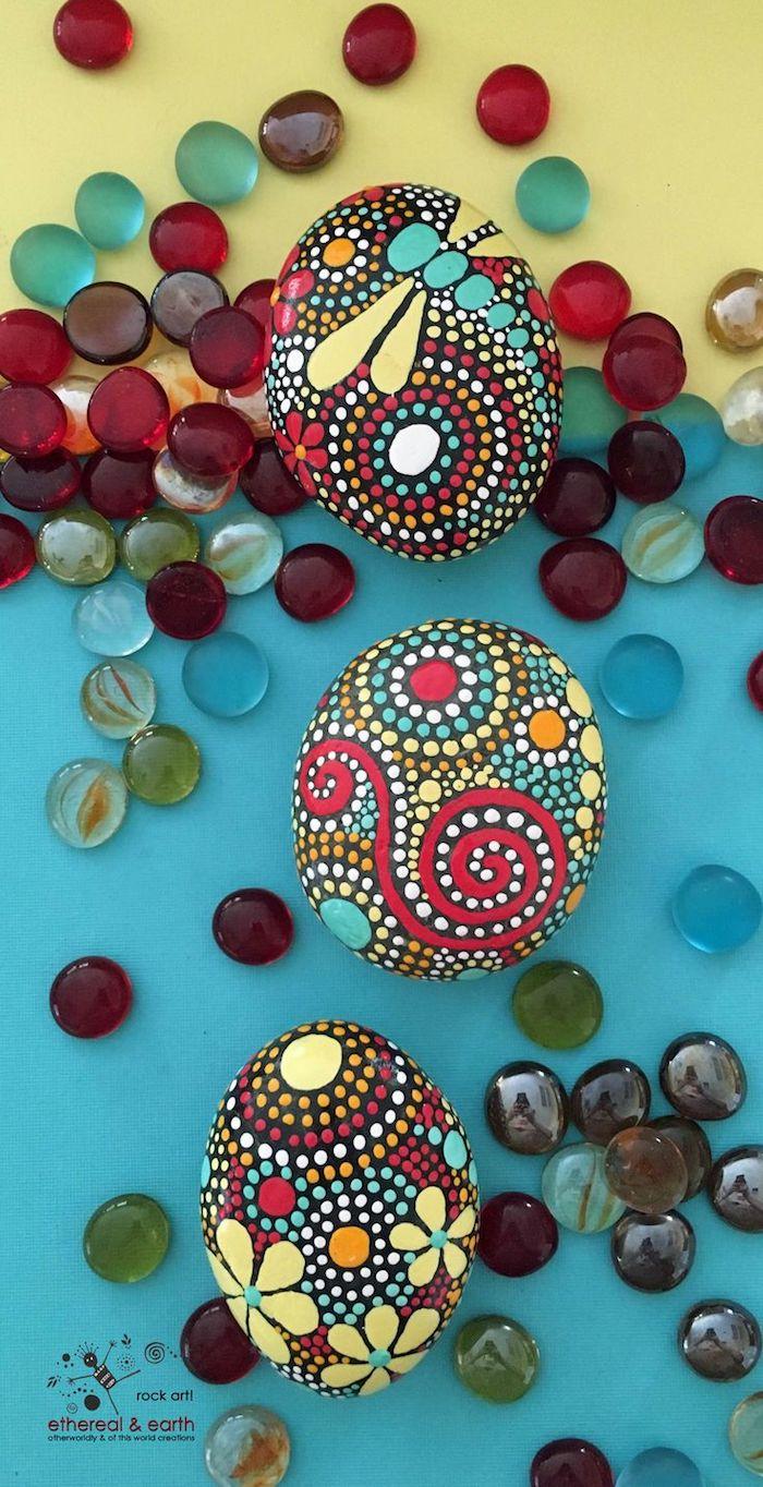 Mandala Steine selber machen, Seepferdchen zeichnen, bunte Punkte setzen
