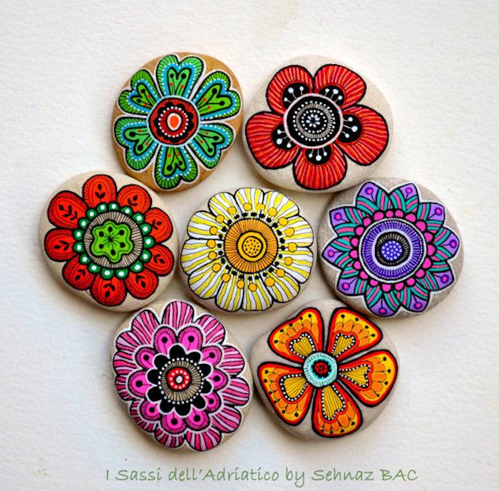 Mandala Steine selber machen, bunte Blumen zeichnen, schöne DIY Idee zum Nachmachen