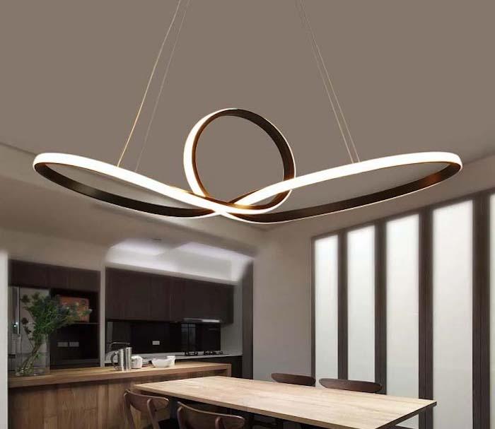 moderne pendelleuchten, große led leuchte in der küche, extravagante lichtquelle, beleuchtung