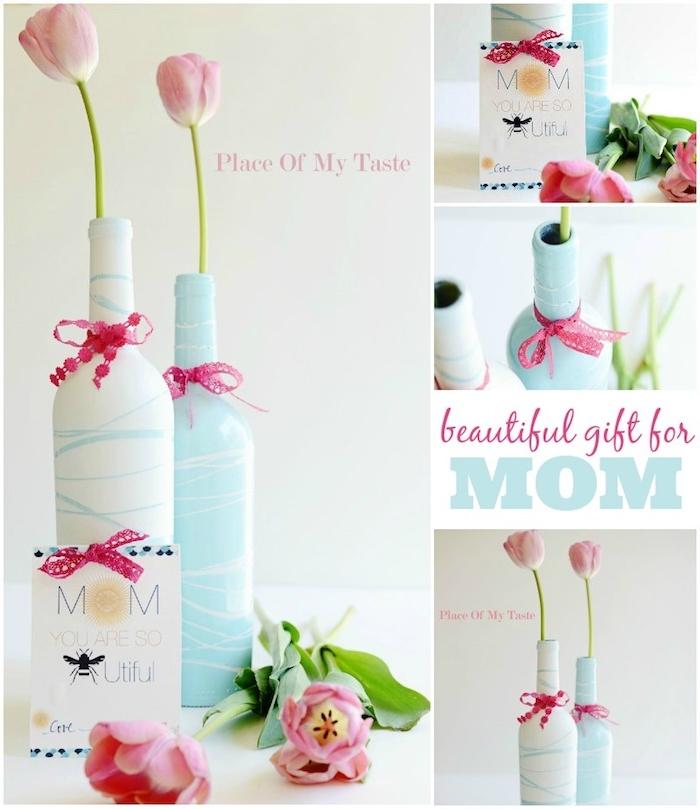 muttertagsgeschenke basteln ideen, zwei weiße und blaue vasen aus alten flaschen und mit violetten schleifen, pinke tulpen mit grünen blättern