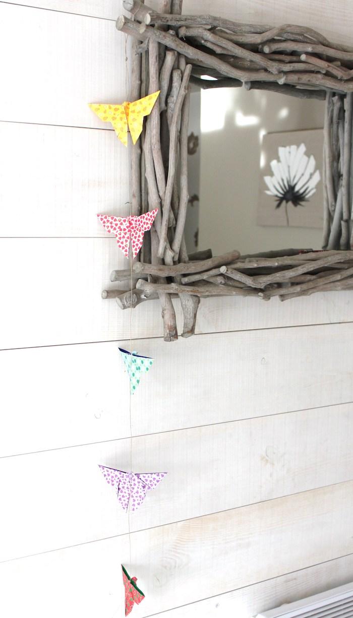 Schöne Deko für den Garten, Girlande mit bunten Schmetterlingen aus Papier