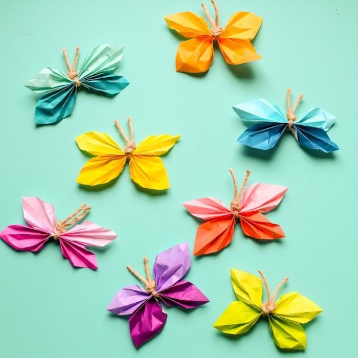 Bunte Schmetterlinge aus Papier selber machen, Bastelidee für Kinder und Erwachsene