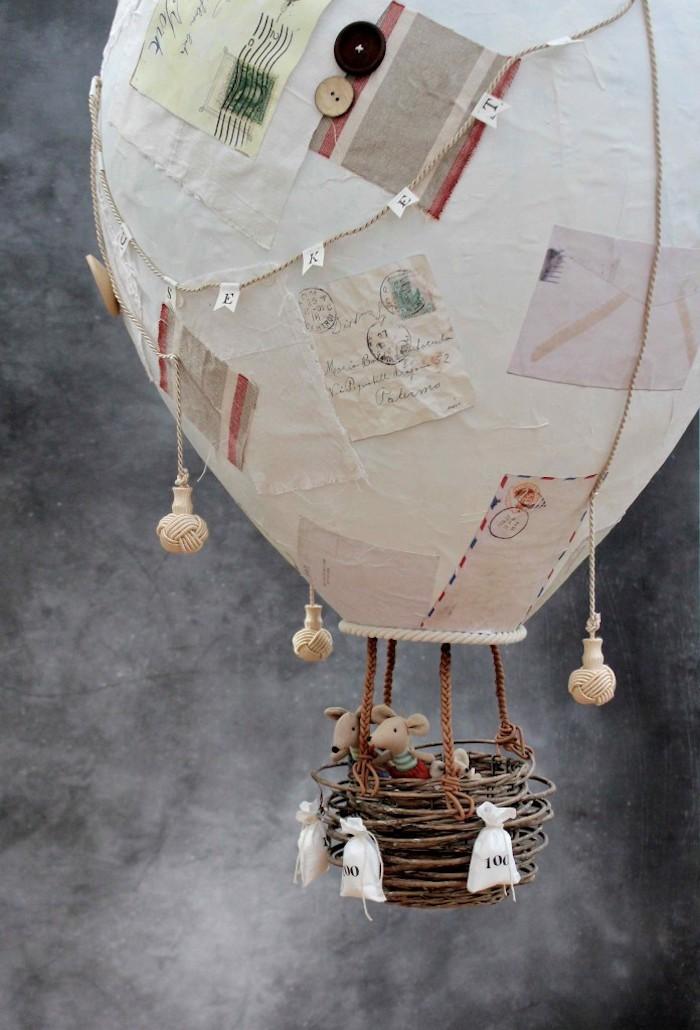 pappmache luftballon, kleine mäuse, säckchen mit sand, briefumschläge in vintage stil