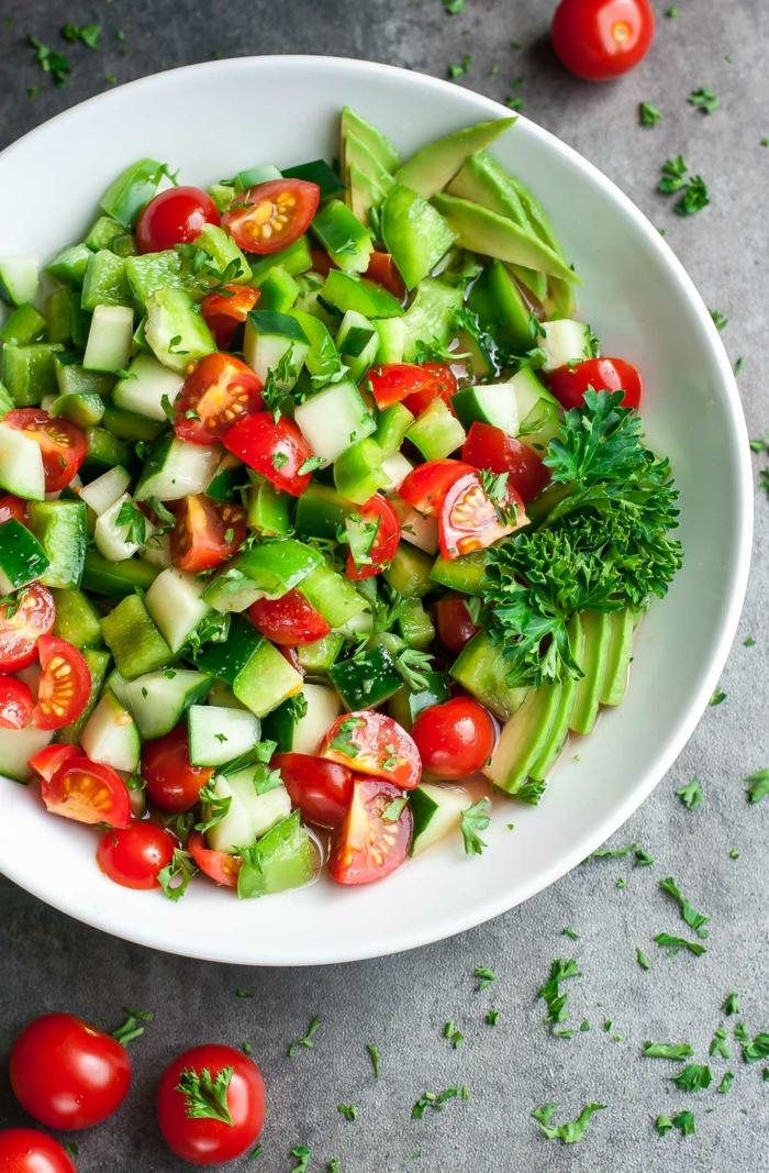 Avocado Tomaten Salat, Kirschtomaten, Gurken, Avocado, Petersilie