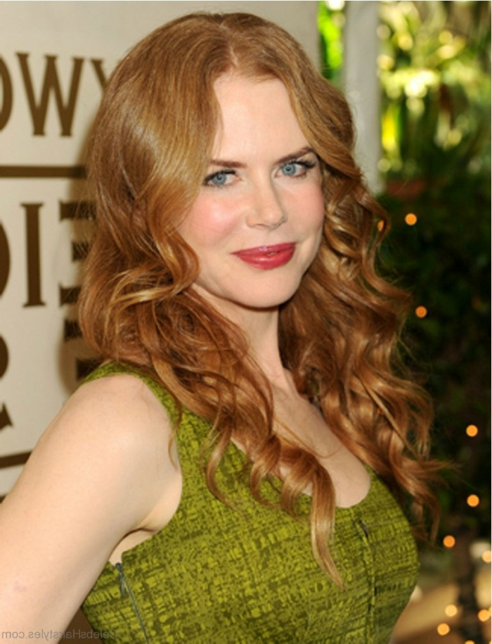 rothaarige Schauspielerin, grünes Kleid, dezentes Make up, langes welliges Haar, welcher Haarschnitt passt zu mir