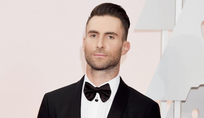der Vokal von Maroon 5, ein Anzug mit Fliege, schöpfen Sie Inspiration von den Stars