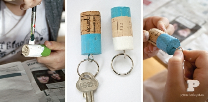 einige Korken, die Sie gut färben in grüner und in blauer Farbe, DIY Schlüsselanhänger