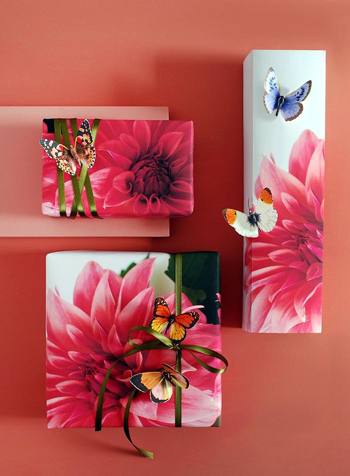 Mit bunten 3D Schmetterlingen Geschenkverpackungen dekorieren, Geschenke selber machen