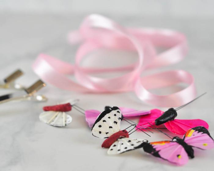 Haarklammer mit Dekoband und bunten Schmetterlingen dekorieren, Haarschmuck selber machen