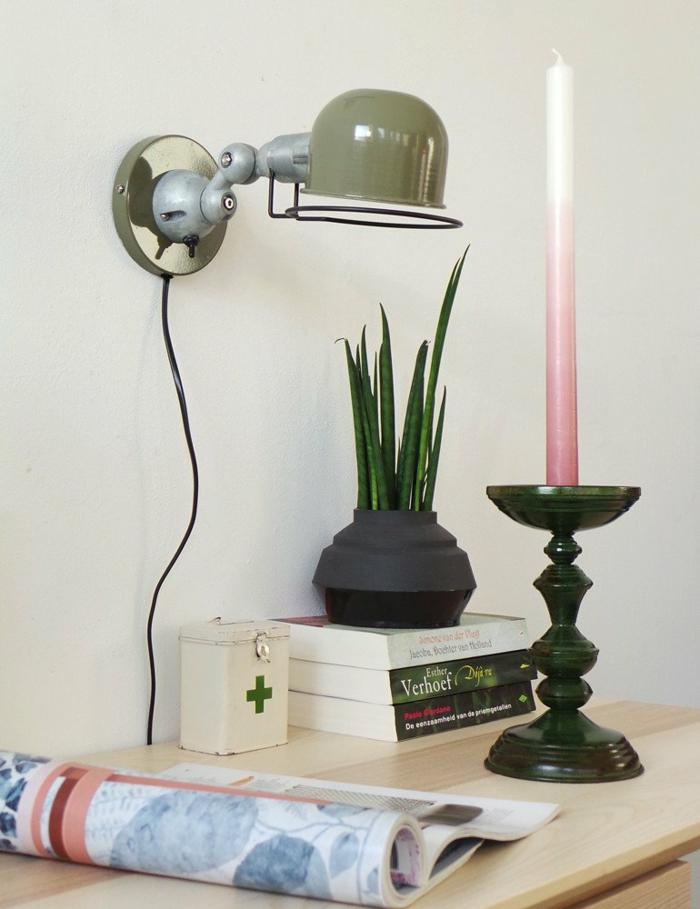 Kerzen, gute Schreibtischlampe und ein Kerz