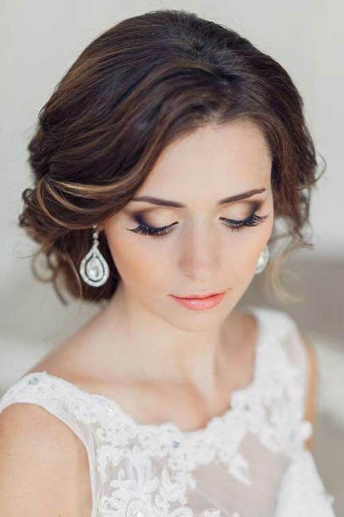 eine schöne Braut, Hochsteckfrisur, braune Haare mit blonden Highlights, Frisuren ausprobieren