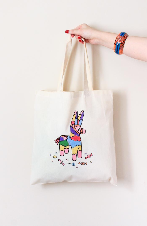 Tasche selbst bedrucken und Motiv mit Textilstiften ausmalen, leichte DIY Idee zum Nachmachen