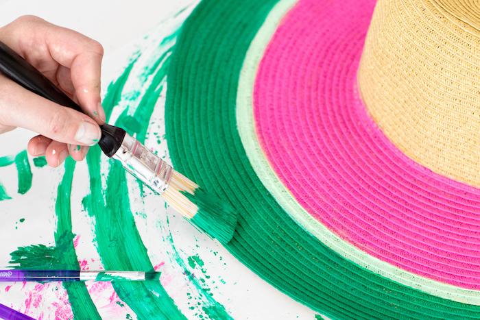 Sommerhut selbst bemalen, mit Textilfarben, Wassermelone Motiv, Idee für selbstgemachtes Geschenk