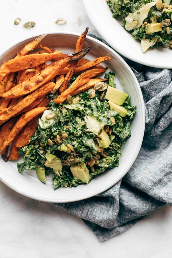geröstete Bohnen, Spinat, Avocado Gemüse, ein Salat in kontrastierender Farben
