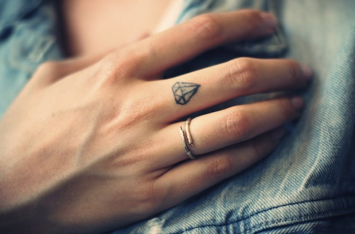 Tattoo diamant finger