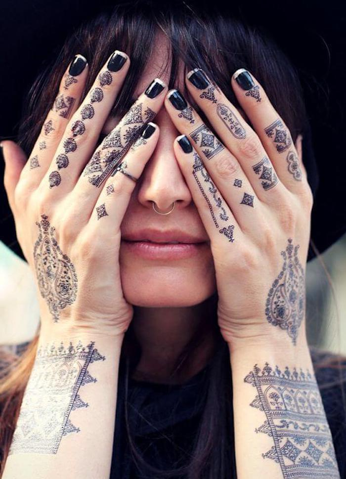 tattoos frauen hand