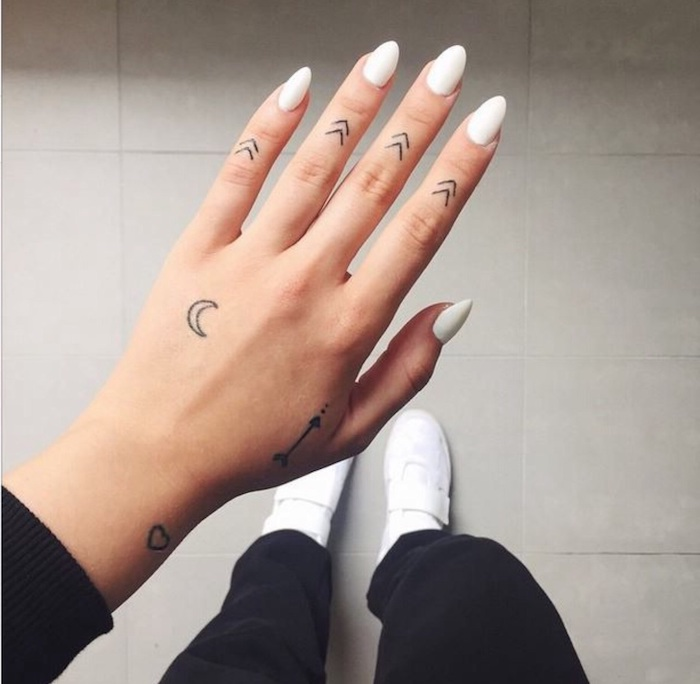 Tattoo hand frau