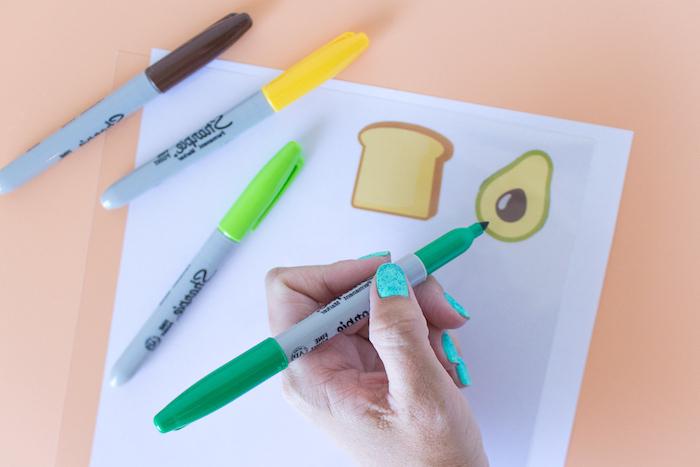 Kreative Idee für selbstgemachte Geschenke, Ohrringe in Form von Toast und Avocado