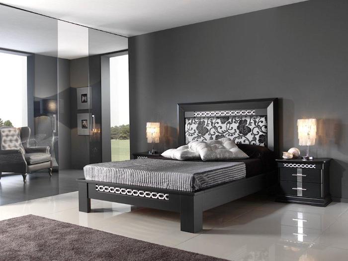 wand grau streichen, schwarzes bett mit weißen elmenten, nachttische mit stehlampen