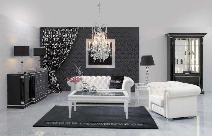 wandfarbe grau, dunkelgraue tapete, kronleuchter aus kristall, einrichtung in vinrage stil