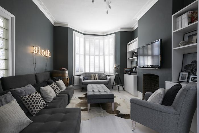 wandfarbe anthrazit, buchstaben mit led beleuchtung, kleines wohnzimmer gestalten
