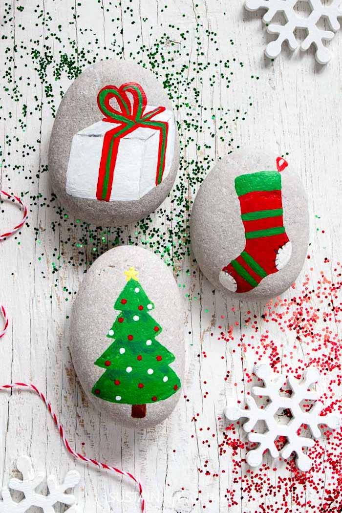 Weihnachtsdekoration selber basteln, kreative DIY Idee, Tannenbaum Weihnachtsstrumpf und Geschenk zeichnen