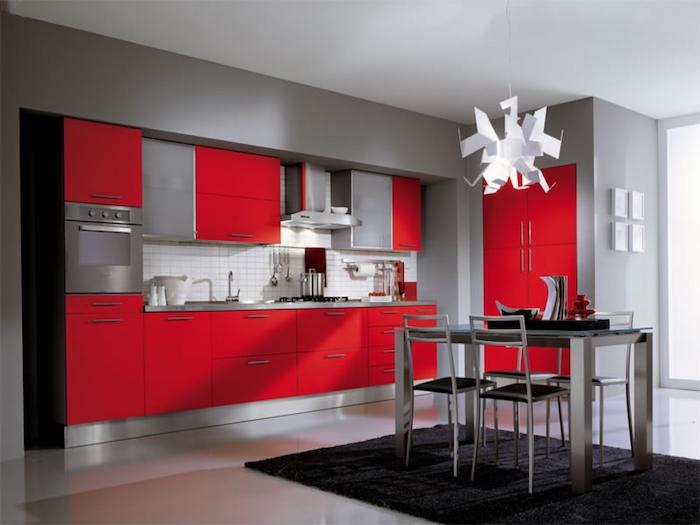 welche farbe passt zu grau, rote küche, weiße pendelleuchte, kücheneinrichtung