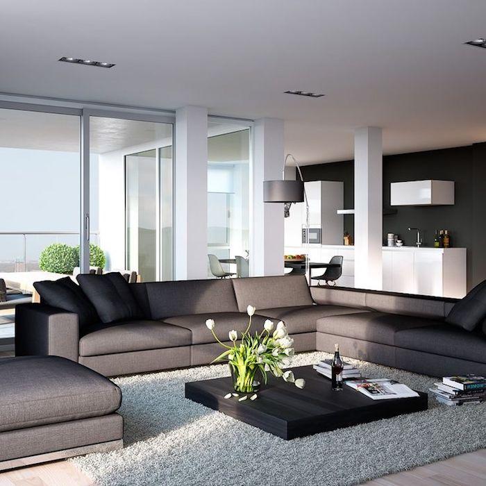 wohnzimmer ideen, graues schwarzes sofa, hohe lampe, kaffeetisch deko, weiße tulpen